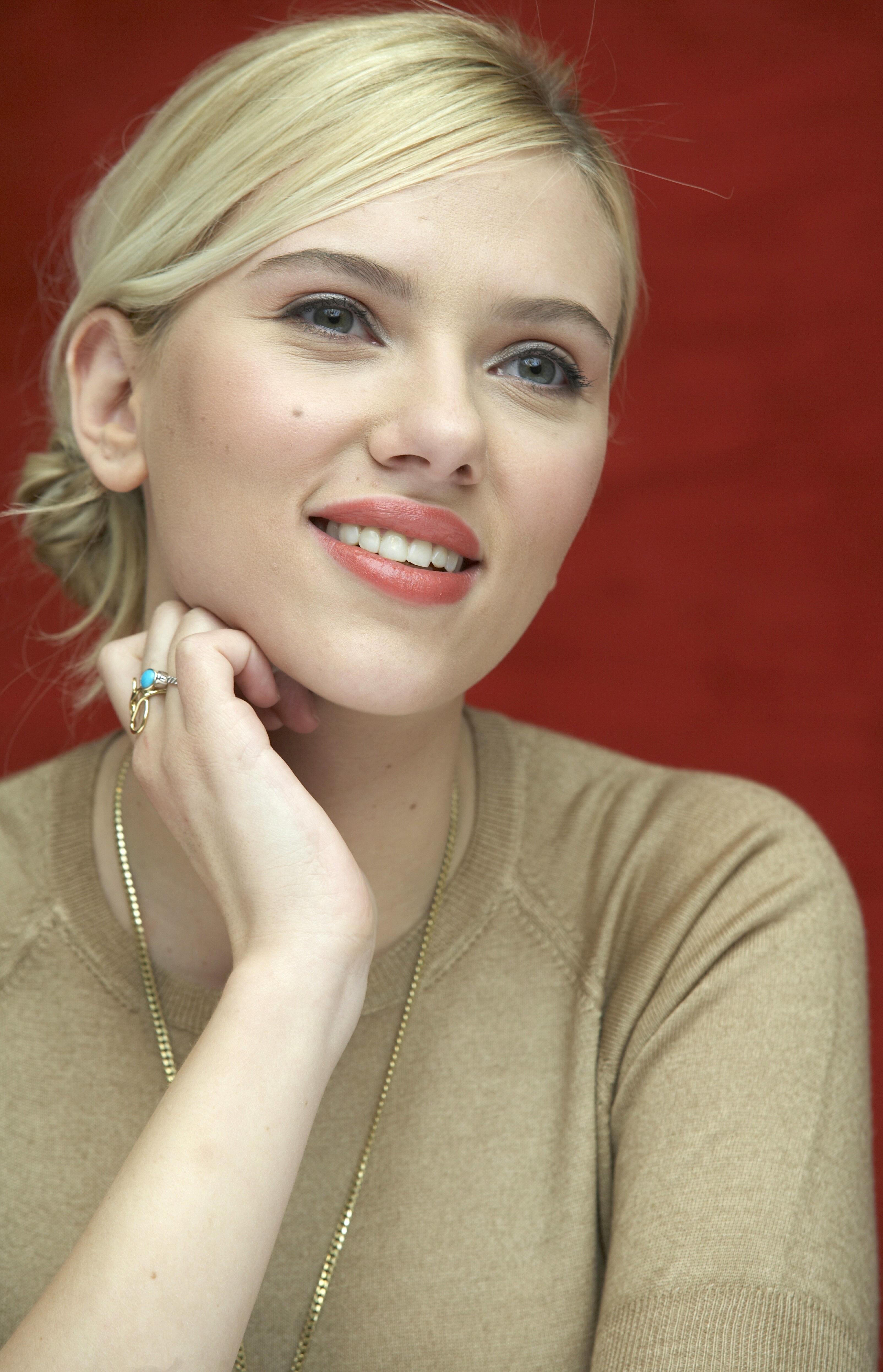 Scarlett Johansson Photo Files